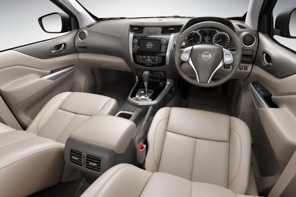 2015-Nissan-Navara-18