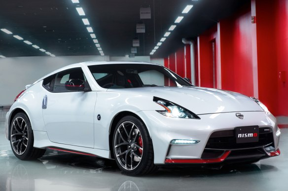 2015-nissan-370z-nismo-front-side-view