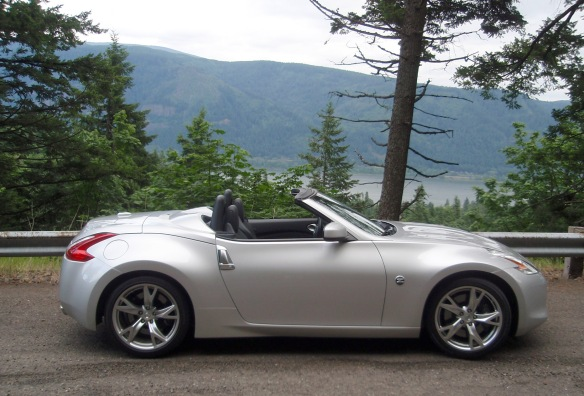 2154-Nissan-370Z-roadster-top-down